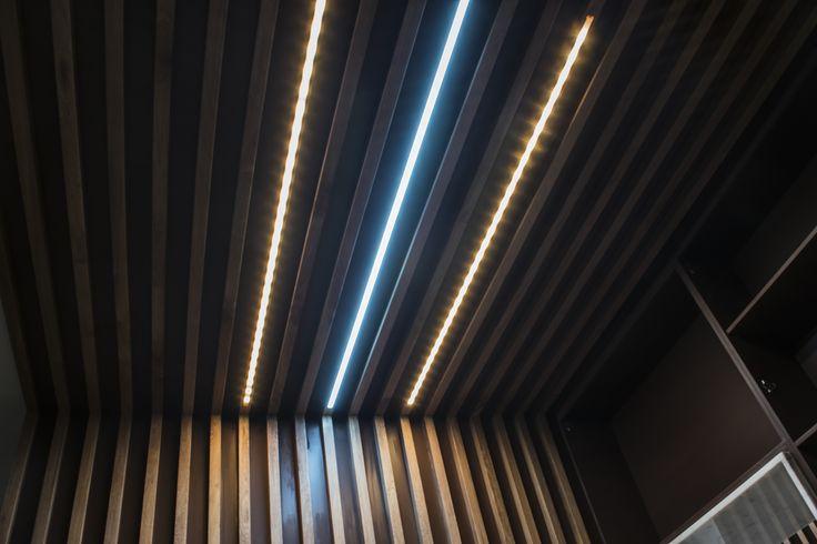 Con esta iluminación reducimos la intensidad, mezclamos tonos de colores suaves para producir sutiles efectos de iluminación. #SmartLiving #SmartLighting, #PhilipsHue #MeetHue #TurnonLiving #PrimeDomotics #SmartSpace #EspaciosInteligentes #AutomatizaciondeEspacios #IluminacionInteligente