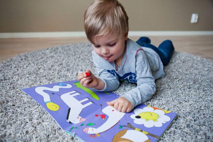 Oppi&ilo pyyhittävät puuhakirjat voi pyyhkiä vaikka sormella. :-)