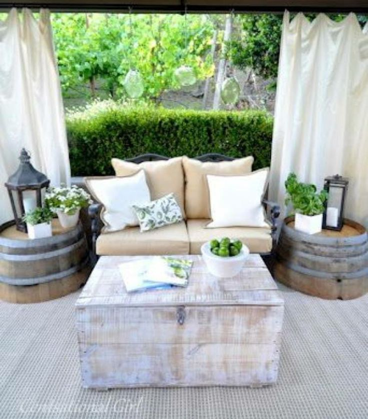 Charming So Sind Die Möbel Auch Ein Bisschen Vor Wettereinflüssen Geschützt Und Die  Outdoor Möbel Behalten Ihren Charme. Hier Fühlt Man Sich Wie Im Zweiten ...