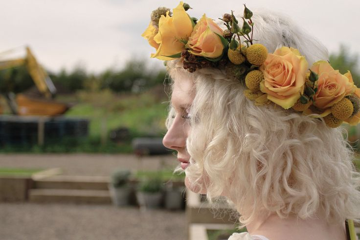 Golden floral crown with roses, craspedia, scabiosa pods for a boho bride www.vintage-gathering.co.uk