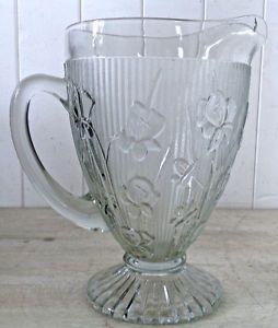 Antiquité Collection. Grand pichet en verre IRIS & HERRINGBONE