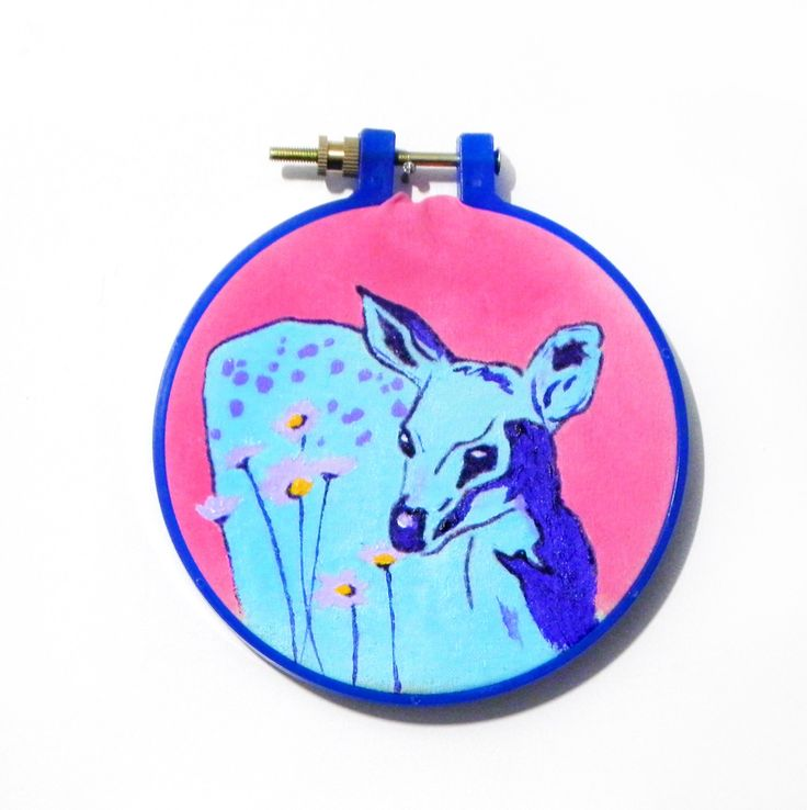 pintura en tela ciervo y flores bastidor circular plastico azul