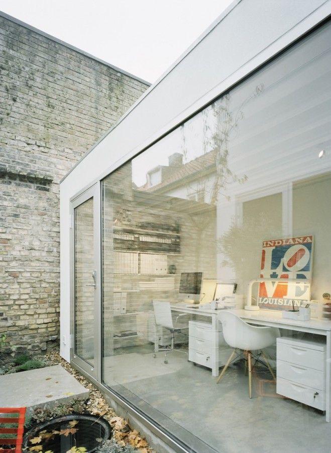 走往後方有個小中庭跟明亮的工作室,perfet!