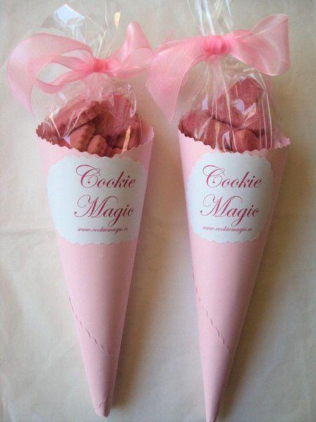 Dulces elaborados con mucha imaginación de www.cookiemagic.es para la Primera Comunión. Fuente: http://teresapalazuelo.com/blogTPKids/la-primera-comunion-de-andrea/