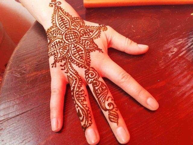 10 tips for a trip to morocco. Henna tattoo