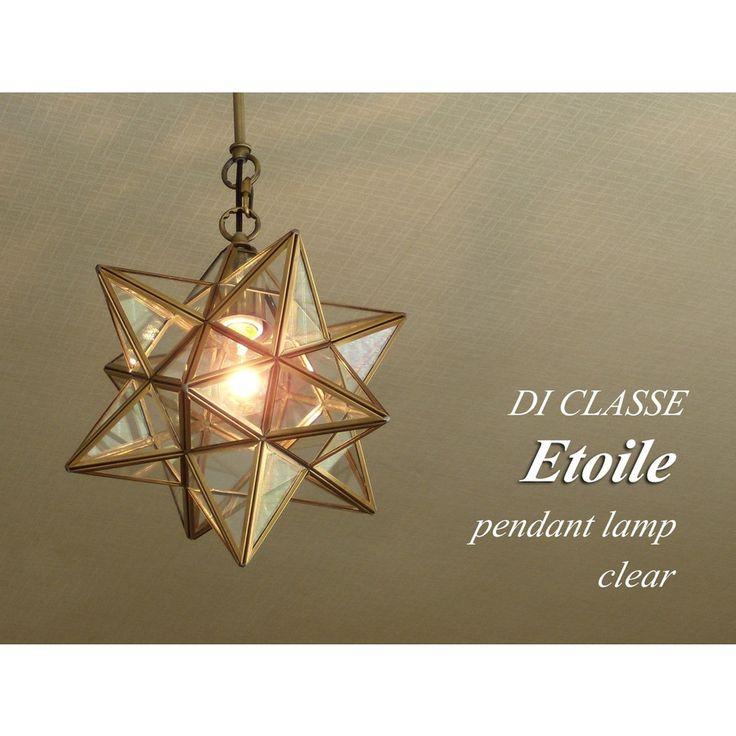 DI CLASSE Etoile エトワール ペンダントランプ クリア LP3020CLEtoile(エトワール)はフランス語で、星という意味。真鍮の素材そのものを生かした、星型ペンダントランプはビンテージ加工の、落ち着いた大人の佇まいの照明です。【素材】  ガラス、スチール、真鍮【サイズ】  シェードのサイズ: 幅30 x 奥行30 x 高さ32cm  天井からシェード下までの寸法(全高): 最短53〜最長100cm【コード】  引掛けシーリング チェーン吊り ブラックコード 長さ調節可【色】  クリアー【付属電球】  E-26/40W 白熱 普通球(クリアー)付【重量】  約1.8kg【注意事項】 ・電球型蛍光灯・LED電球に対応しておりますが、外観(影や光の出方、電球の形状による外観)が白熱球使用の時と異なる場合があります ・On/Offスイッチは付いておりません。お部屋の壁スイッチをご利用ください。天井照明/ペンダントライト/照明/ミッドセンチュリー/アンティーク/エイジング/モダン/...