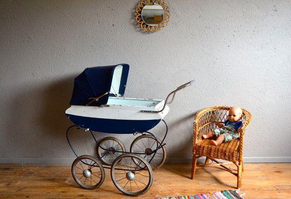 Landau de poupée vintage rétro années 40 jouet enfant doll stroller mid century french doll stroller