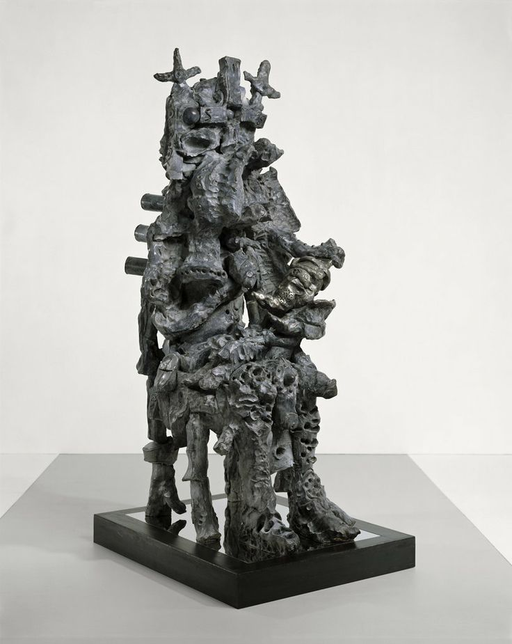 "Bernier/Eliades | Jonathan Meese | "" VAMPIRISIS mit LOLLYSÄUGLING ""Babyatlantisisüssi"" (Maul auf, Lolly rein, Revolution raus; TOTALSKYLPTYRN, sitzend, später ""Maladaddydoleszenzardoz"", später ISISPUSSY de Large.""| 2008 | bronze | Photo by Jochen Littkeman"