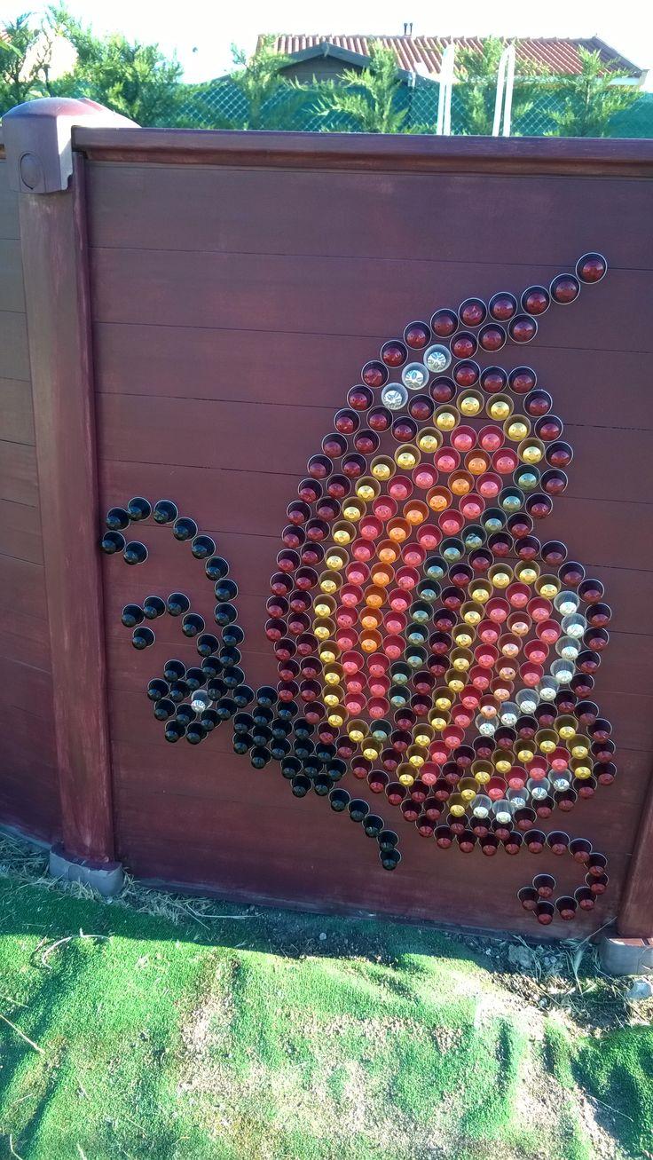 Mariposa con capsulas de café, decorando mi piscina
