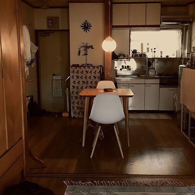 レトロなマンションなのでレトロとナチュラルテイストの部屋にしてます 2dk 一人暮らし Erieのインテリア実例 インテリア アパートのインテリア インテリア 家具
