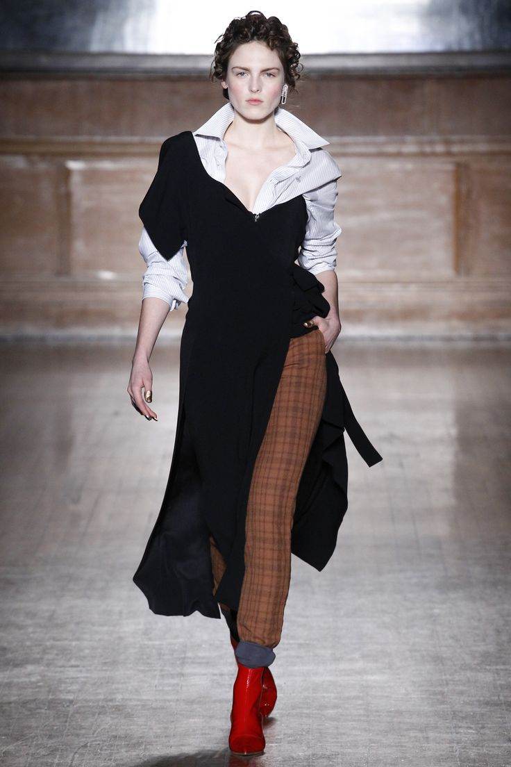 See the complete Vivienne Westwood Red Label Fall 2016 Ready-to-Wear collection.