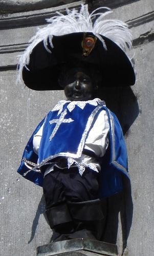 ¿Sabías que muchas veces el Manneken Pis  de Bruselas recibe variaciones en su aspecto para conmemorar ciertas celebraciones?