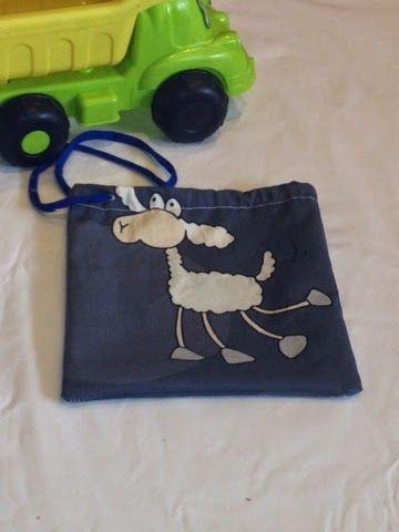 Costura a tu gusto: Bolsa para la merienda fácil de hacer. http://costuraatugusto.blogspot.com.es/2014/09/las-meriendas-saben-mejor-con.html?m=1