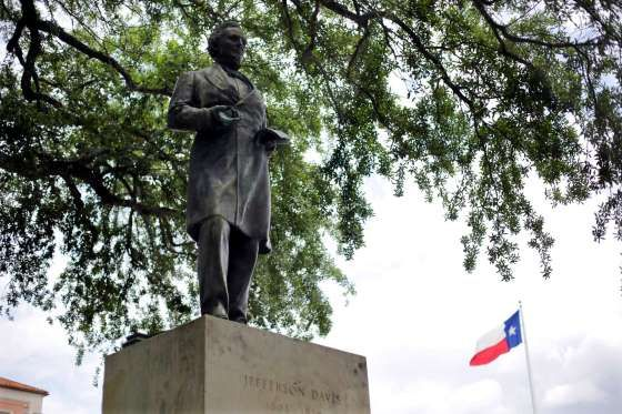 UT removes Jefferson Davis statue