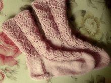 Socken mit Blattmuster  - kostenlose Strickanleitung