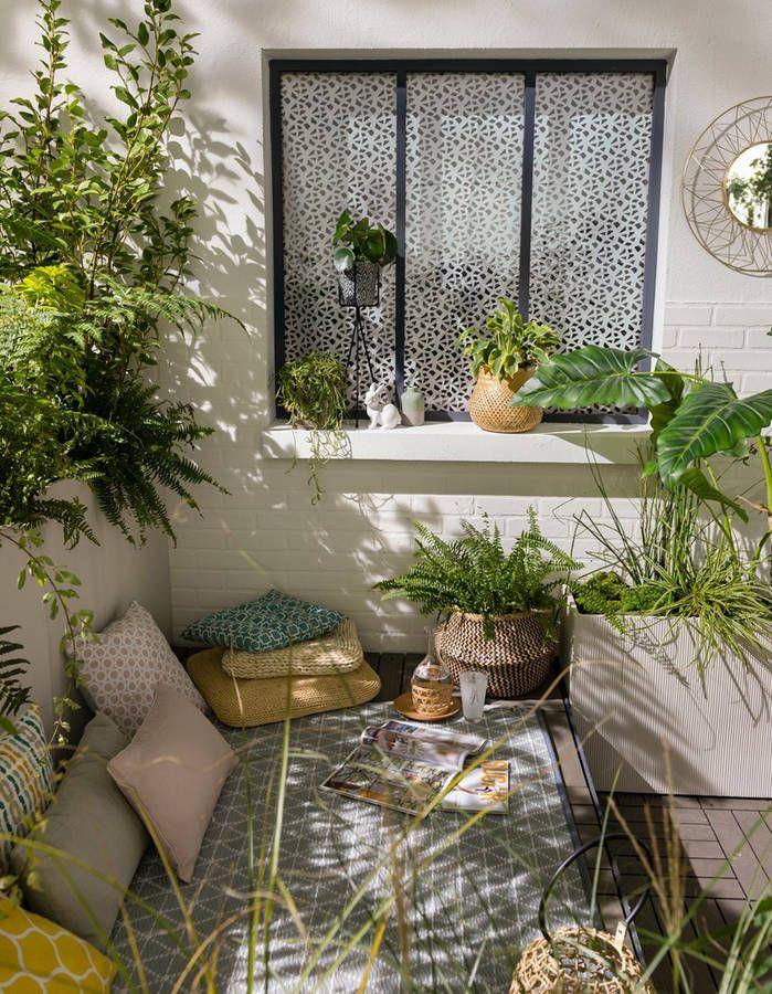 Multiplier Les Coussins De Sol Pour Un Petit Balcon Cocooning Small Balcony Garden Apartment Garden Apartment Balcony Garden