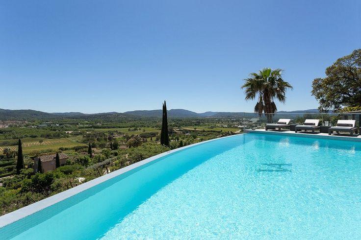 Villa Amelie is een luxe vakantievilla met privézwembad in Grimaud. St Tropez, adembenemende uitzicht over de zee, de baai van St Tropez, Gassin