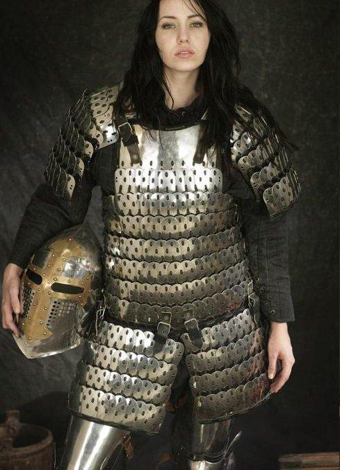 Jaguar Santa Monica >> Realistic female armour   Armadura medieval, Armadura de ...