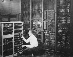 ENIAC の故障真空管の交換