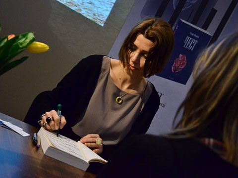 Signing in Bulgaria, during the lauch of Honour.