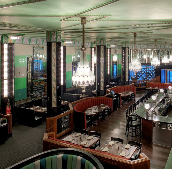 132 best art deco rooms images on pinterest art deco for Deco restaurant
