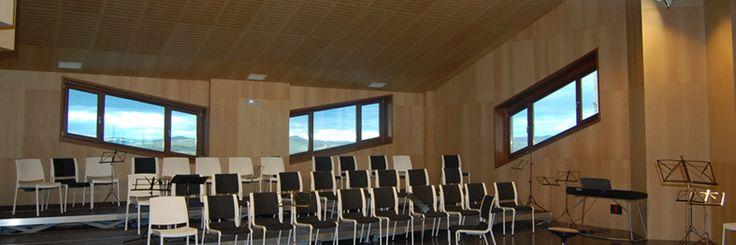 El uso de paneles ac�sticos de madera para el acondicionamiento ac�stico de teatros, auditorios y salas de conciertos