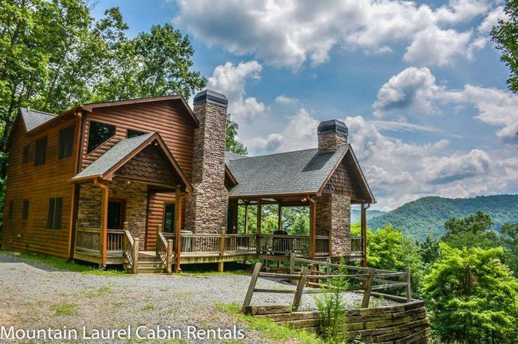 DREAM CATCHER- 3BR/3BA- CABIN WITH BEAUTIFUL MOUNTAIN VIEWS SLEEPS 6, HOT TUB, WIFI, INDOOR AND OUTDOOR FIREPLACE, GAS GRILL! STARTING AT $165 A NIGHT! in Blue Ridge