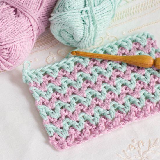 Learn how to crochet the simple and colourful Double Crochet V-Stitch with this easy tutorial!