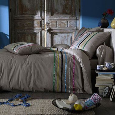 Palette couleur pour la chambre. Bleu et taupe pour une ambiance déco élégante et intime