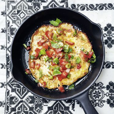 Bulgur-Pfannküchlein mit Tomaten-Dill-Salat Rezept | Küchengötter