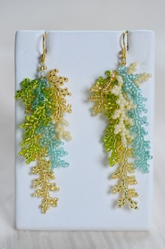 Coral beading technique - would look nice with similar beaded necklace. I'd only use a single colour but shaded almost white at top to darker hues near the bottom.