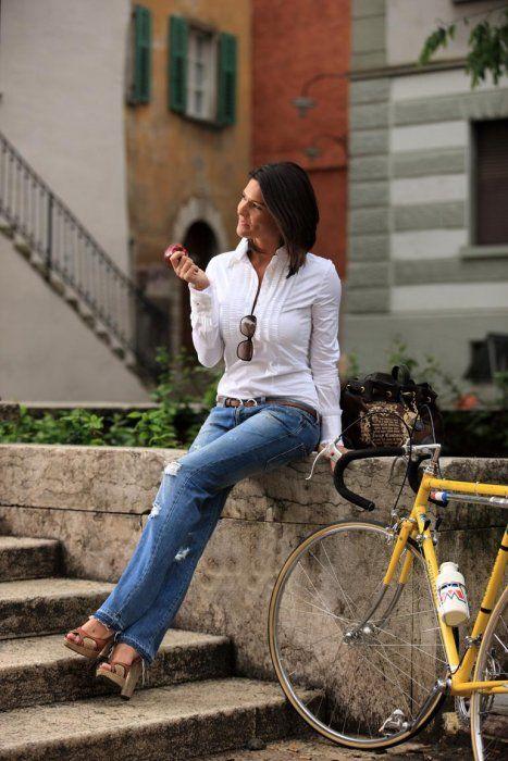 Italian Cycling Journal - Barbara Pedrotti, Voice and Beauty at the Giro d'Italia
