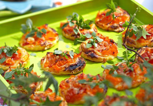 Tartelettes fines à la tomate et au poivron