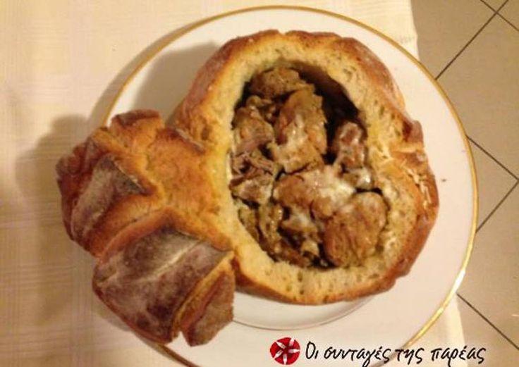 Ψωμί γεμιστό με χοιρινές μπουκιές