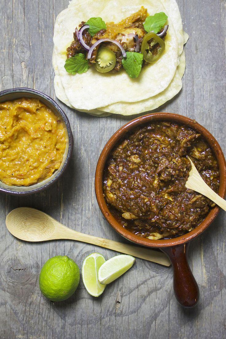 kyllingetacos med mole negro // Tacos with chicken mole negro