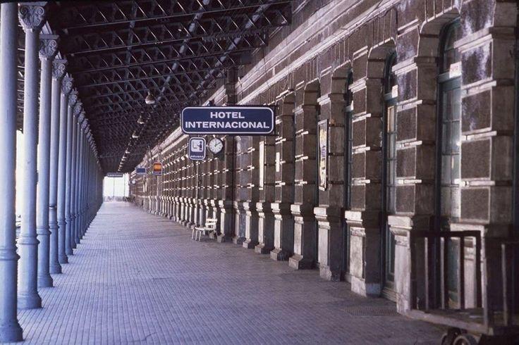 Image des quais de la gare de Canfranc, lors de sa fermeture, en décembre 1985.
