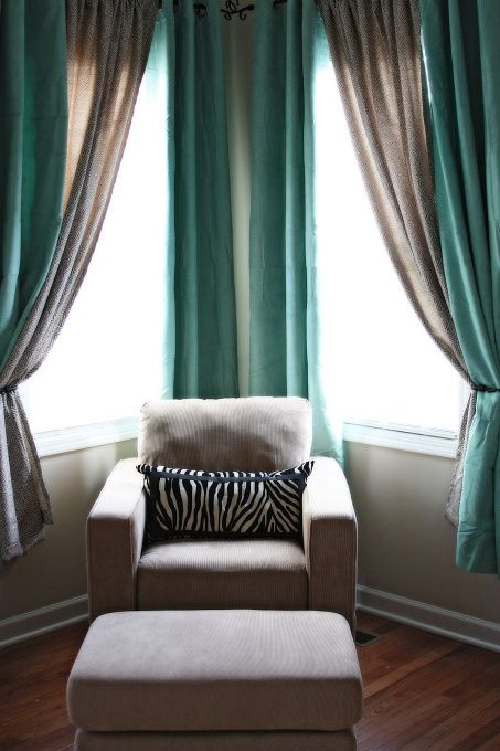 I love the curtains & colors: grey & blue