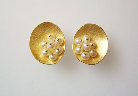 Pearl Earrings gold and pearls