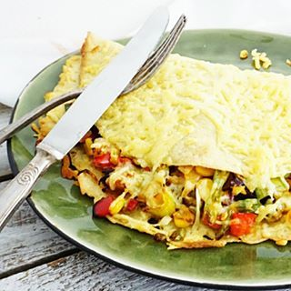 ️MEXICAANSE PANNENKOEK️weer eens tijd voor een hartig recept. Dit keer een vegetarische #pannenkoek met veel groente en kaas. Perfect voor de lunch of als hoofdgerecht recept staat voor je online, link in bio. Kun jij het maken dit weekend #essiehealthylife - - #lactosevrij #pannenkoeken #healthypancakes #mexicanfood #lunchinspiratie #glutenvrij #gezondrecept #fitgirlsnl #dutchfoodie #avondeten #afvallen #fitdutchies #pancakeporn #vegetarisch #fitfamnl #kaaspannenkoek #gezondeten #g...