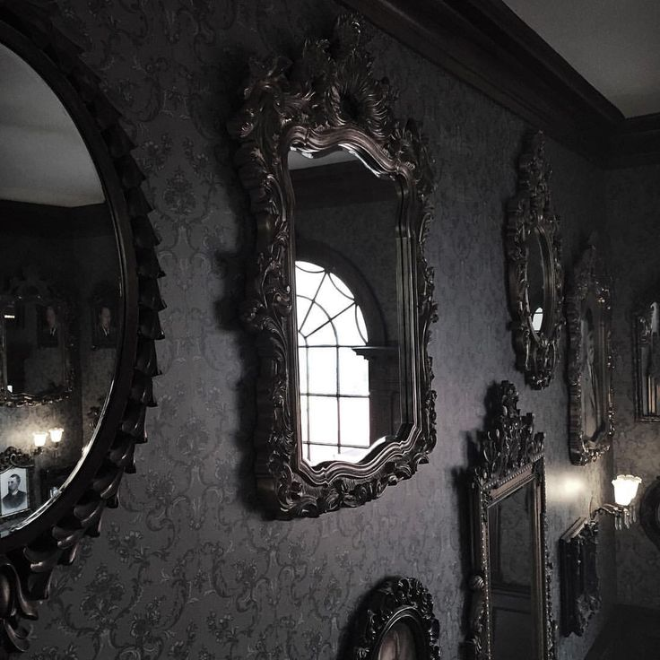 Black mirrors, black walls