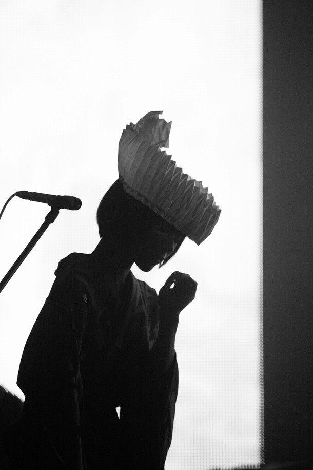椎名林檎、緻密な演出で魅せた「百鬼夜行」ツアーNHKホール公演(画像 2/9) - 音楽ナタリー