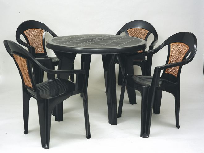 Mesa e cadeiras de plástico Tramontina