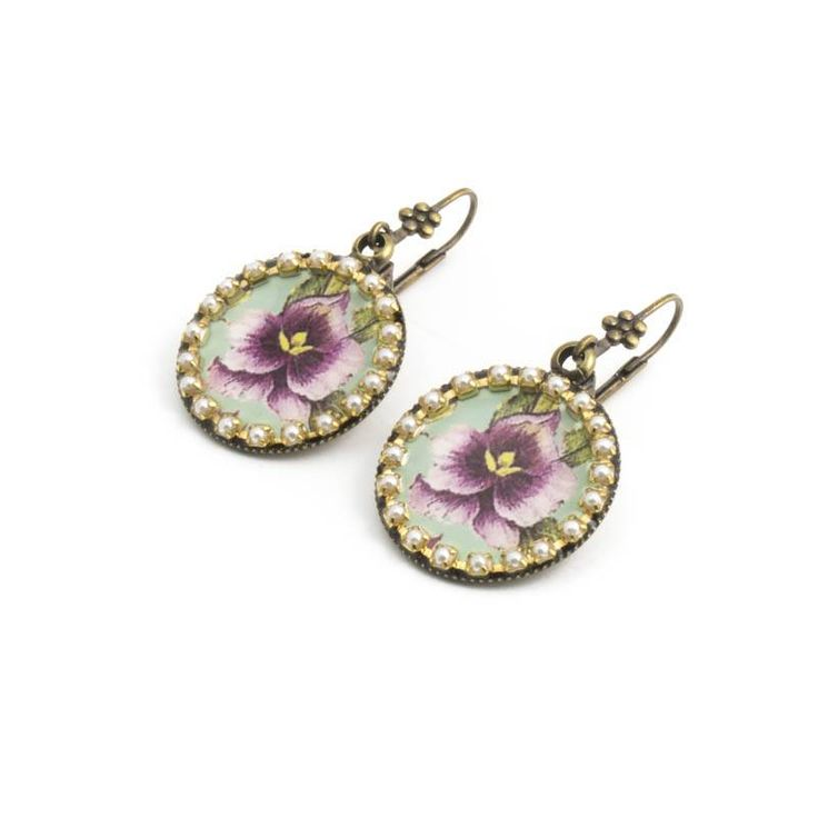 Paarse oorbellen met viooltjes