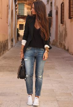 Ripped Jeans w/ black & white combination. Perfect casual style