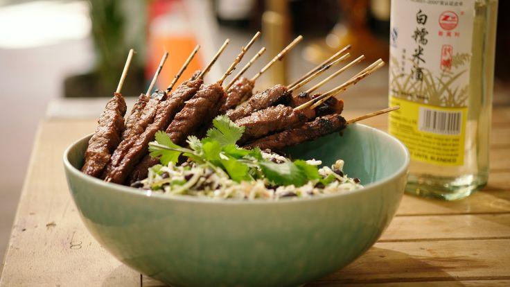 Een overheerlijke teriyaki saté met een zwarte bonensalade, die maak je met dit recept. Smakelijk!