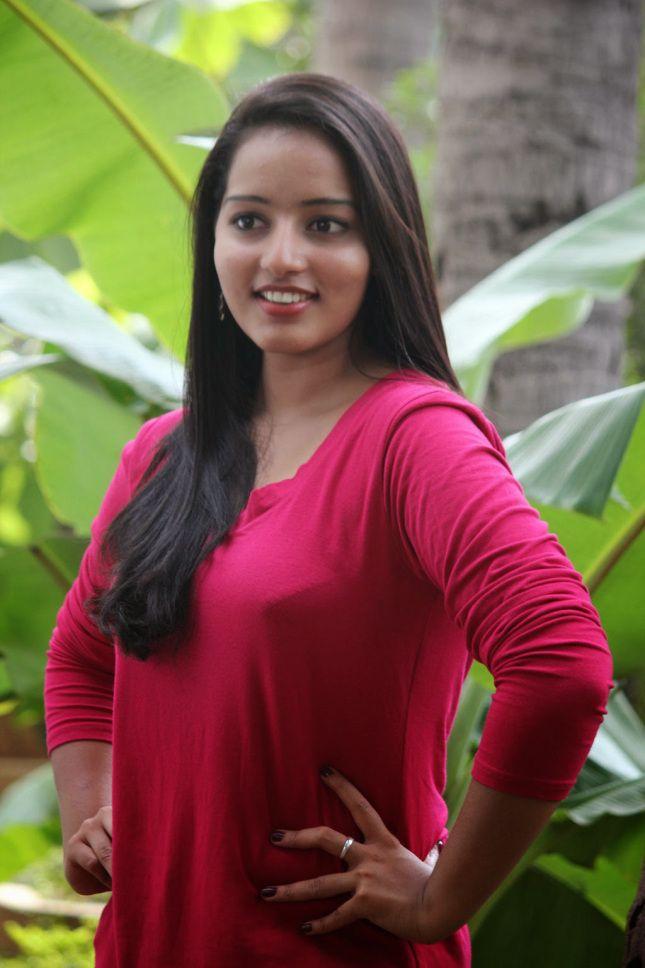 Hot Photos of Mallu Girl Malavika Menon