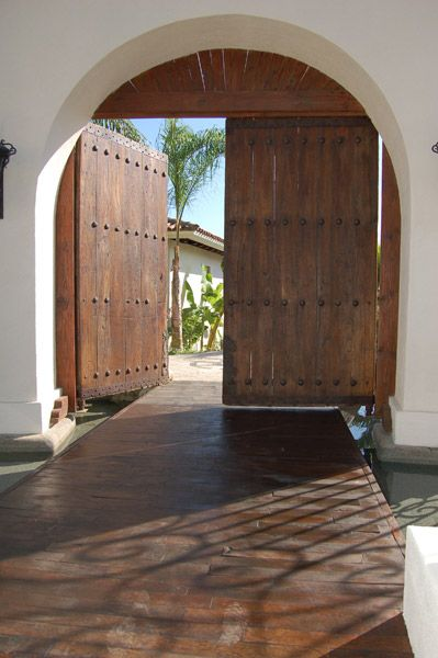 Fabulous entrance. #Spanish #Mexican #hacienda