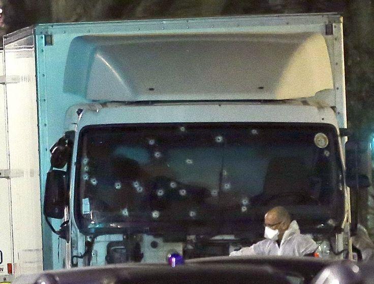 Strage Nizza, le foto simbolo dell'attentato