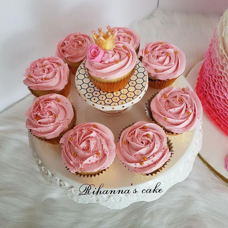 Strawberry cupcakes... #cupcakes#strawberrycupcakes#buttercream#cakebakeoffng