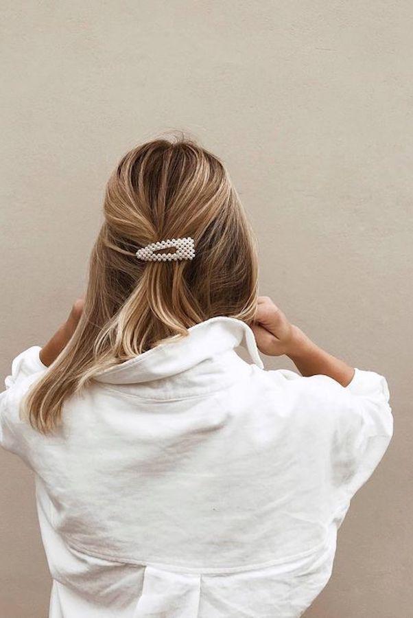 Pearl Hair Slides sind einer der größten Trends in dieser Saison und wenn Sie einer der …